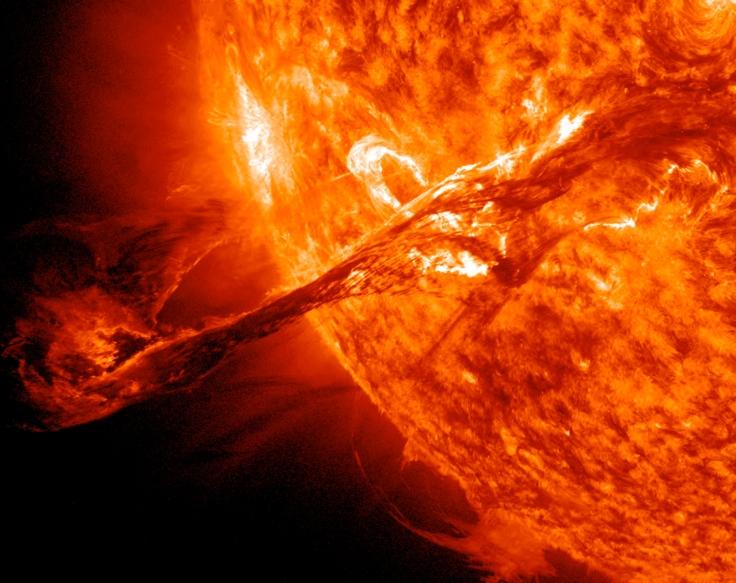 683943main_eruption-zoom.jpg
